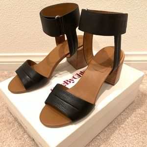 NWB See by Chloe leather strap block heel sandals